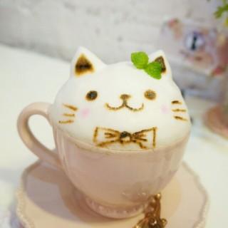 巨型3d拉花(貓)green tea latte -  dari Pink Cafe (沙梨頭) di 沙梨頭 |Macau