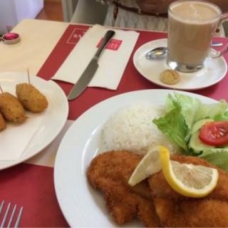 炸魚飯跟沙律、馬介休球及咖啡 -  dari Lvsitanvs (新馬路) di 新馬路 |Macau