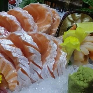 三文魚腩刺身 -  dari 千笹日本料理 (花城區) di 花城區 |Macau