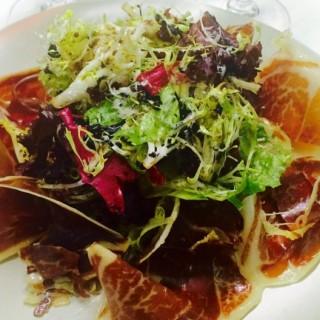 Iberico garden salad  -  dari Café Bonbon (荷蘭園) di 荷蘭園  Macau