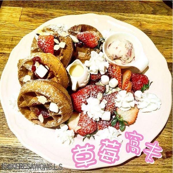 草莓窩夫 -  dari Tree Cafe di Santo Antonio |Coffee Shop - Macau