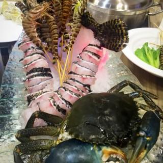 魚蝦蟹火鍋 -  dari Vong Kam Kok Hou Sek Fu (祐漢) di  |Macau