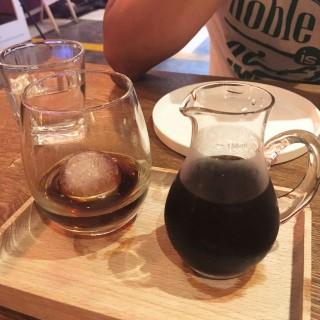 冰滴咖啡 -  dari A'maze Bistro (高士德) di 高士德 |Macau