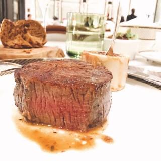 週三牛扒之夜Dinner  Set (里脊肉) - ใน路氹城 จากร้านThe Ritz-Carlton Café (路氹城)|มาเก๊า