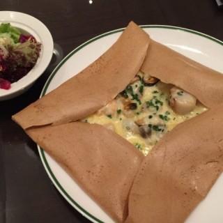 海鮮薄餅 -  dari Brasserie (路氹城) di 路氹城 |Macau