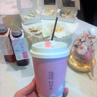 (前)白雪圓肉枸杞茶, (左後)蜜桃國寶茶,洛神花茶 -  dari Yu Cha (水坑尾) di 水坑尾 |Macau
