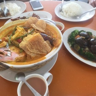 Curry  Fish  Head - Sengkang's B Billion Seafood Restaurant (Sengkang)|Singapore