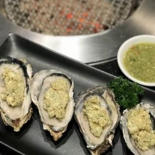 หอยนางรมฮิโรชิม่า ย่างซอสเนยกระเทียม - ในหนองบอน จากร้านNikuya (นิกุยะ) (หนองบอน)|กรุงเทพและปริมลฑล